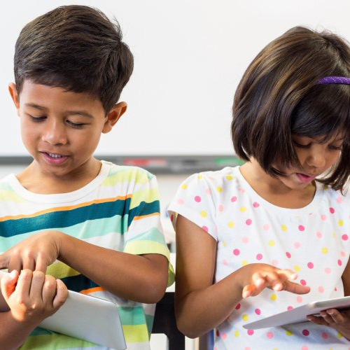 kids use tablets in classroom